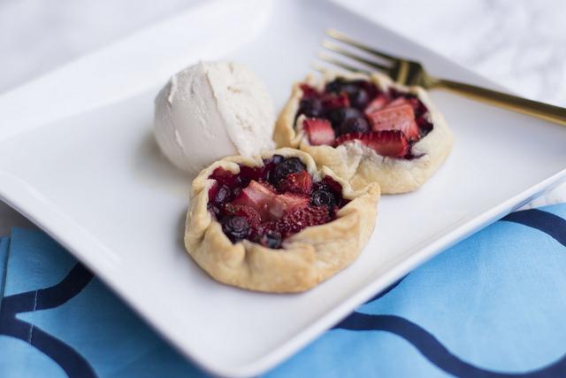 Recipe // Mini Mixed Berry Pies