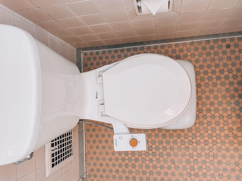 tushy bidet, bidet, bidet attachment, how to use a bidet, eco-friendly, sustainable, squatty potty, cute squatty potty